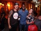 Rafael Zulu comemora aniversário com amigos famosos no Rio