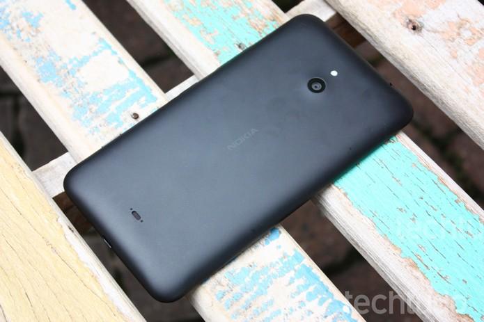 Traseira Lumia 1320  (Foto: Allan Melo/ TechTudo)