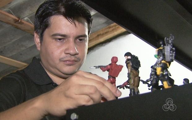 Em Roraima, irmãos produzem miniaturas para vender (Foto: Roraima TV)