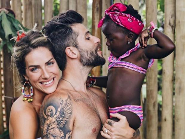 Bruno Gagliasso e Giovanna Ewbank com Titi (Foto: Reprodução)