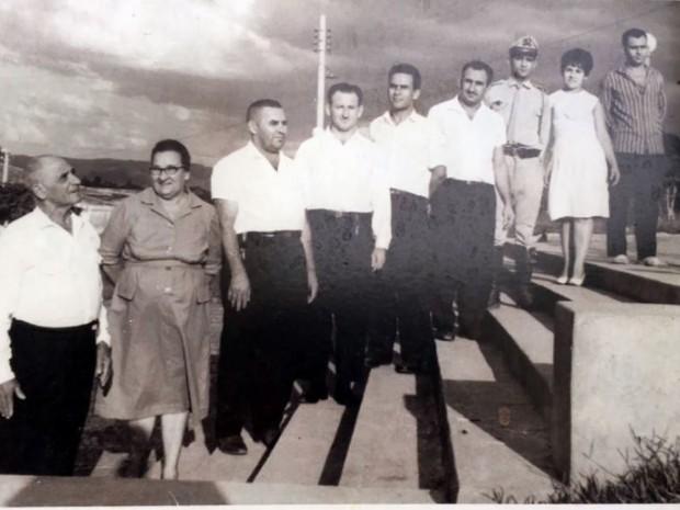 Fotos foram reproduzidas por familiares em São João da Boa Vista, SP (Foto: Eder Ribeiro/EPTV)