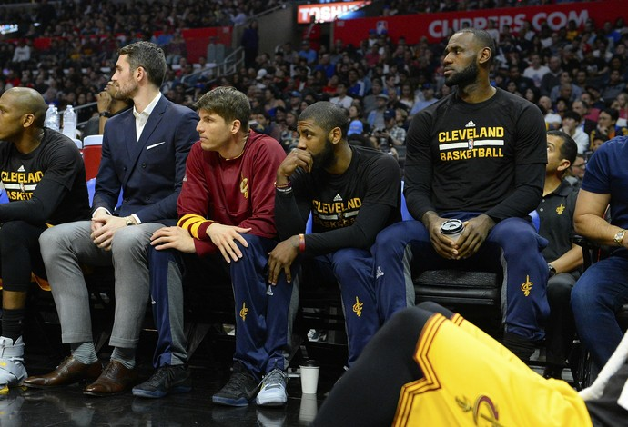 Kevin Love, Kyrie Irving e LeBron James, do Cleveland Cavaliers, foram poupados neste sábado (Foto: Getty Images)
