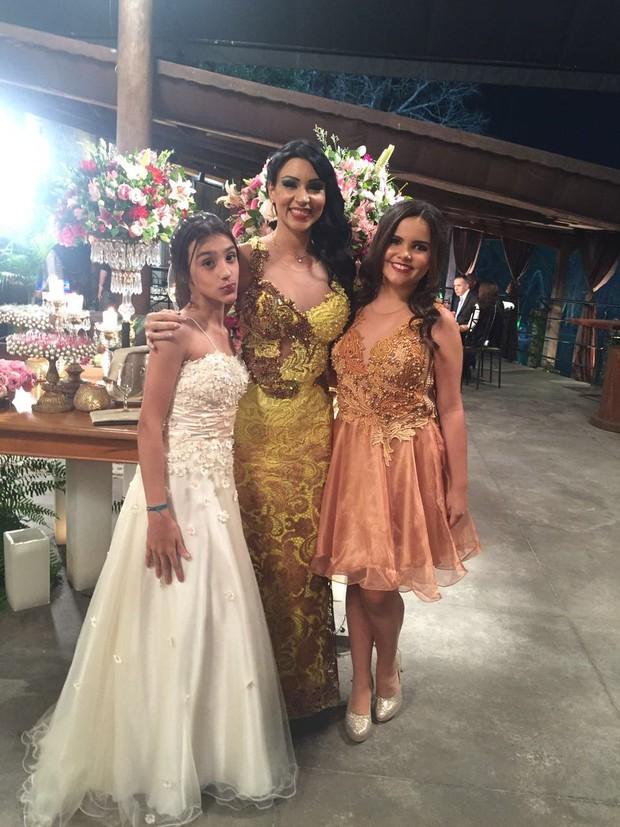 Jenny Miranda com a filha Anna Beatriz e a prima, Yana (Foto: Arquivo pessoal)