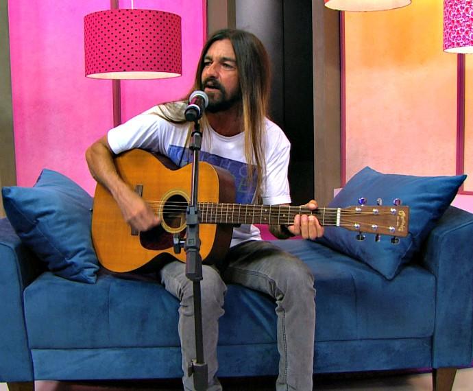 Armandinho Mistura com Rodaika  (Foto: Reprodução/RBS TV)