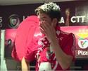 Choro de despedida: vídeo mostra último discurso de Gaitán no vestiário do Benfica