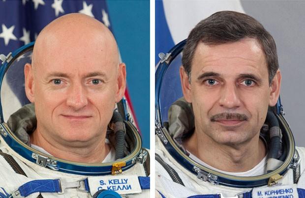 O astronauta Scott Kelly (esquerda) e o cosmonauta Mikhail Kornienko (Foto: AP)