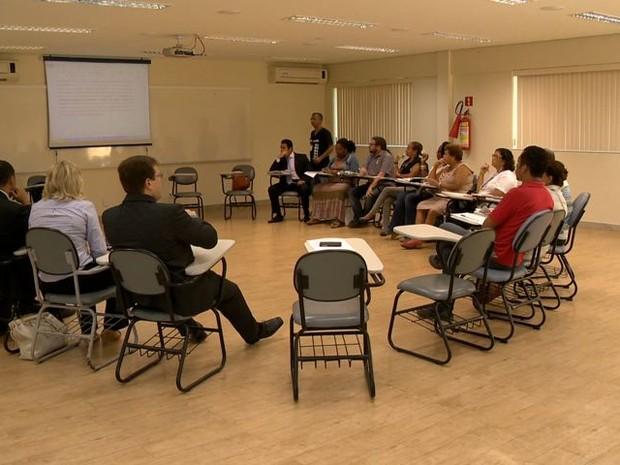 Reunião contou com representantes do Governo e da categoria. (Foto: Reprodução/TV Gazeta)