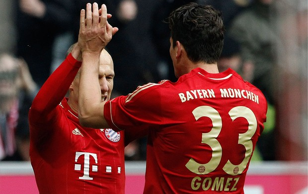 mario gomez robben Bayern de Munique x Augsburg  (Foto: Reuters)