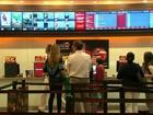 Brasileiros caçam promoções para não abrir mão do cinema