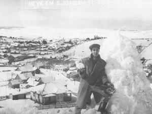 Maior nevasca de SC foi registrada no dia 20 de julho de 1957 (Foto: Bampi/Divulgação)