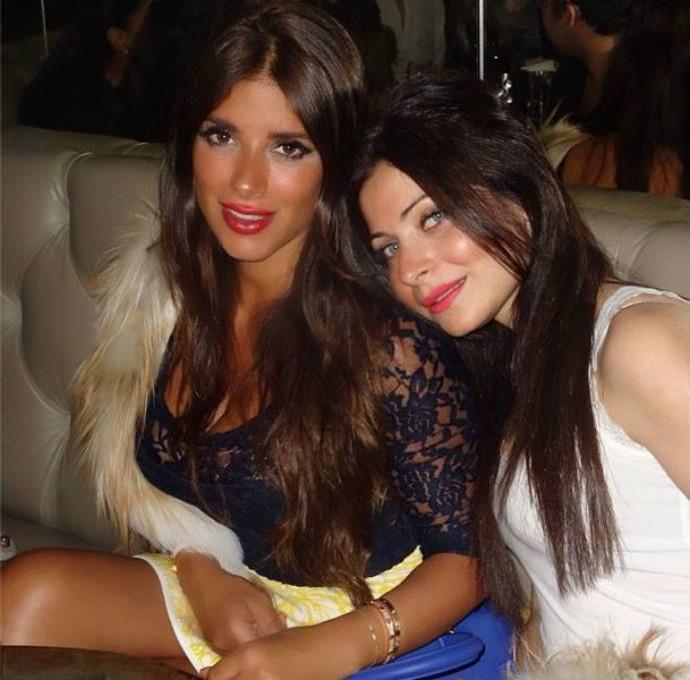 Mulher de Fàbregas exibe sua beleza ao lado de amiga (Foto: Reprodução)