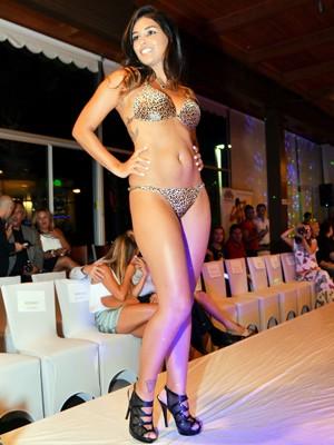Mariana Freire também defilou com traje praia (Foto: Vanessa Caetano Photography)