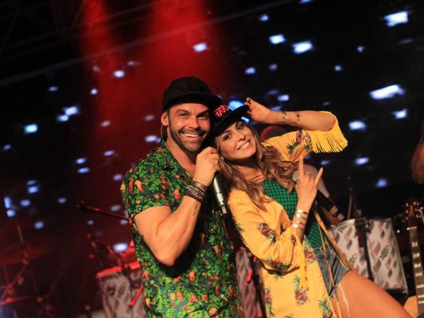 Alexandre Peixe e Alinne Rosa em show em Salvador, na Bahia (Foto: Sércio Freitas/ Ag. Sércio Freitas/ Divulgação)