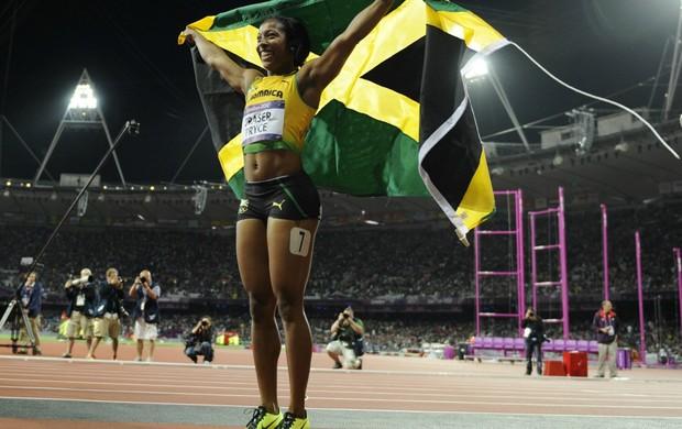 A atleta jamaicana Shelly-Ann Fraser-Pryce celebra o ouro nos 100 metros rasos  (Foto: EFE)