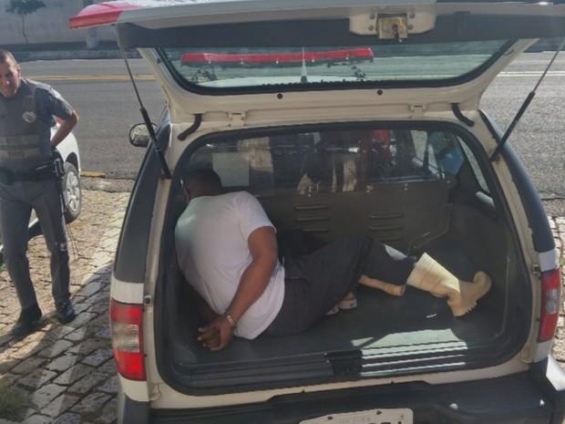 Suspeito foi preso e levado para a Central de Flagrantes (Foto: Reprodução / TV TEM)
