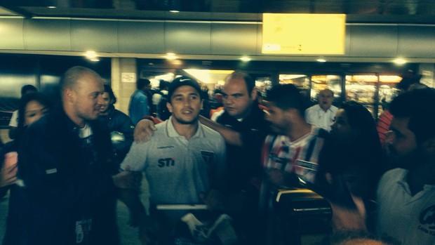 Aloísio desembarque São Paulo (Foto: David Abramvezt)