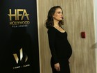 Natalie Portman desfila o barrigão no 'Hollywood Film Awards'