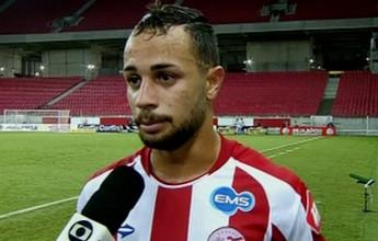 Léo Santos vive emoção tão forte que esquece como fez 1º gol pelo Náutico