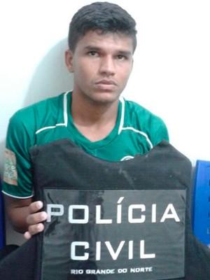 Thiago, zagueiro do Palmeira, foi preso com o uniforme de jogo (Foto: Divulgação/Polícia Militar do RN)