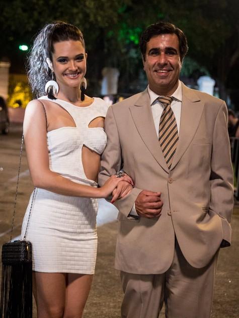 Juliana Paiva e Orã Figueiredo (Foto: TV Globo)