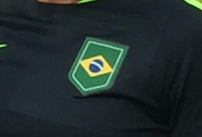 CBF descarta escudo do Time Brasil e terá bandeira na camisa das seleções 39b22bcc869ad