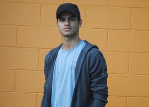 Em seu primeiro papel na tv, Daniel Blanco interpreta o tímido Gil (Foto: Malhação / Tv Globo)