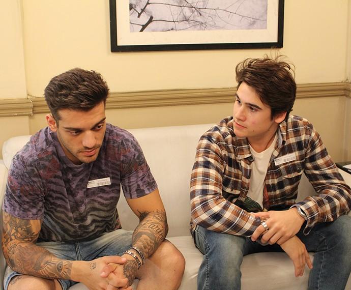 Rodrigo fala a Uodson sobre situação de Ciça  (Foto: Thaís Dias/Gshow)