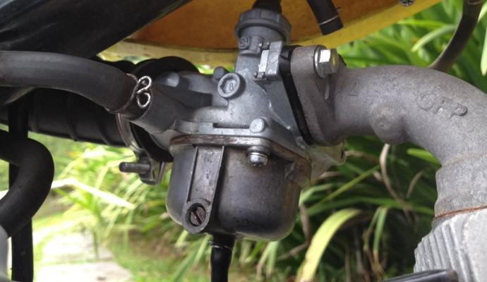 Em caso de gasolina velha em motos mais simples ou antigas, equipadas com carburador, é preciso desmontar e limpar o sistema