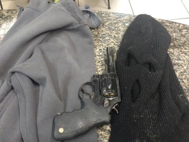 Material apreendido foi levado para a delegacia de Paraty (Foto: Divulgação/Polícia Militar)