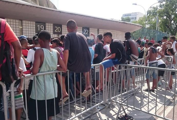fila maracanã venda de ingressos fla corinthians (Foto: Caio Filho)