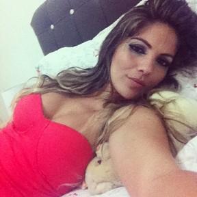Ex-BBB Anamara posta foto depois da balada, com a maquiagem toda borrada (Foto: Instagram)
