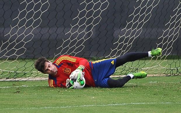 Casillas treino Espanha (Foto: EFE)