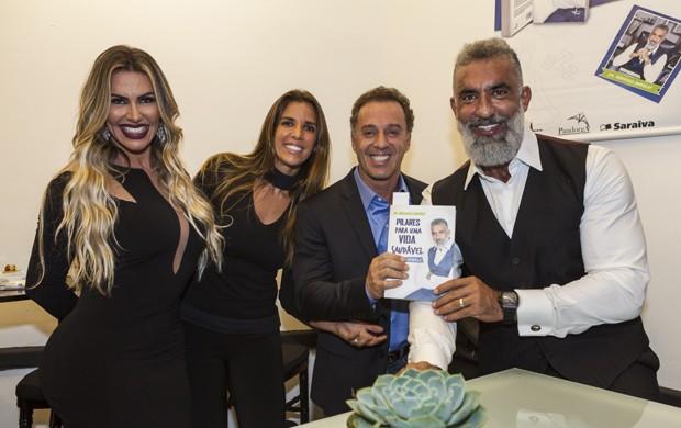 Roberto Kalil e Ilana entre Adriane e Mohamad Barakat (Foto: Fred Chalub / Ed. Globo)