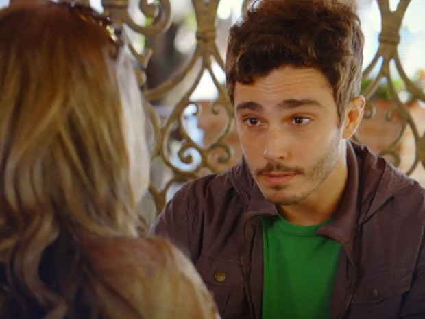 Zenon joga limpo e diz que quer conquistar Vânia (Foto: Guerra dos Sexos / TV Globo)