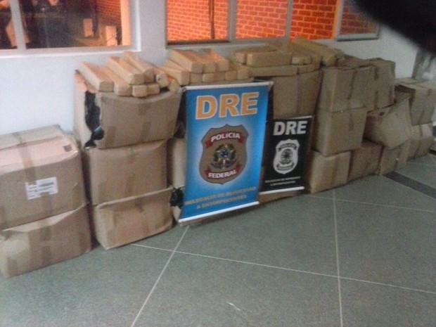 Droga estava escondida no meio da carga de mudança (Foto: Polícia Militar/Divulgação)