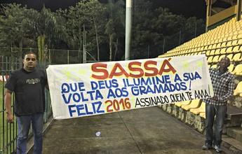 Faixa, muitos gritos e até vira-casaca: a festa particular de Sassá em Los Lários