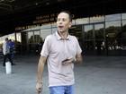 Rafael Ilha se apresenta à Justiça ao lado da mulher grávida após prisão