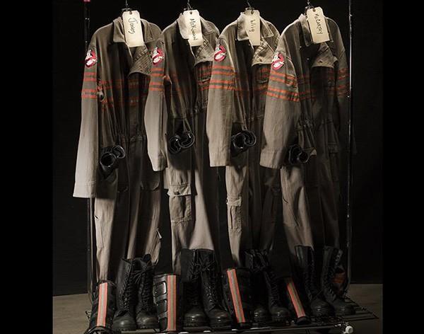 Diretor Paul Feig revela como será o uniforme do novo 'Os Caça-Fantasmas' (Foto: Reprodução Twitter)