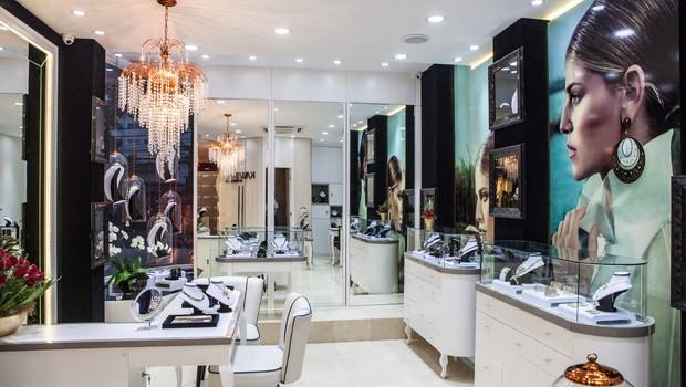 Loja da Kawthar. Empresa foi inaugurada no fim de abril e é especializada na venda de joias e brindes corporativos de luxo.  (Foto: Divulgação)