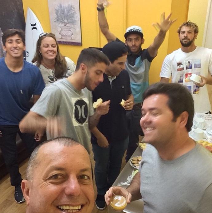 """Filipe Toledo, Miguel Pupo, Alejo Muniz e Jadson André no programa """"Mais Você"""" (Foto: Reprodução/Instagram)"""