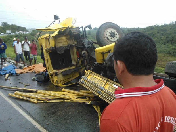 Acidente na BR-101, na Bahia (Foto: Mídia Recôncavo)
