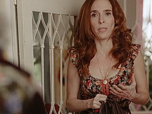 Irene se abre com Madá (Foto: Sangue Bom / TV Globo)