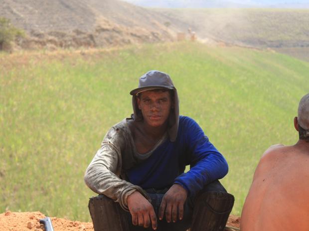 Descanso de canavieiro após um dia de trabalho (Foto: Jaqueline Souza/Arquivo Pessoal)
