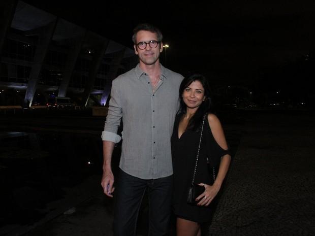 Anna Lima e o namorado, Leonardo Motta, em show no Rio (Foto: Thyago Andrade/ Brazil News)