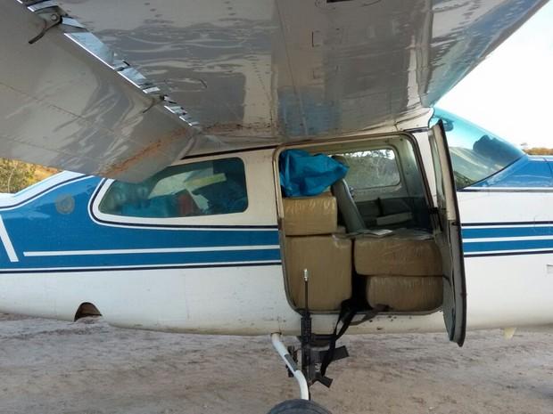 Polícia Federal estima que o avião continha cerca de 300 quilos de droga (Foto: Polícia Federal/Divulgação)