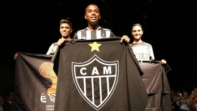 0966ca405b88d Robinho participa do lançamento da camisa do Galo (Foto  Reprodução    Atlético-MG