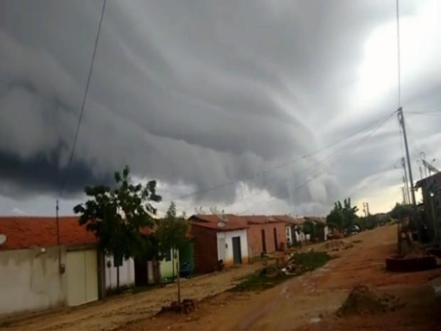 A Funceme diz que acontece por causa da instabilidade atmosférica e é rara no Estado (Foto: Reprodução/TV Verdes Mares)