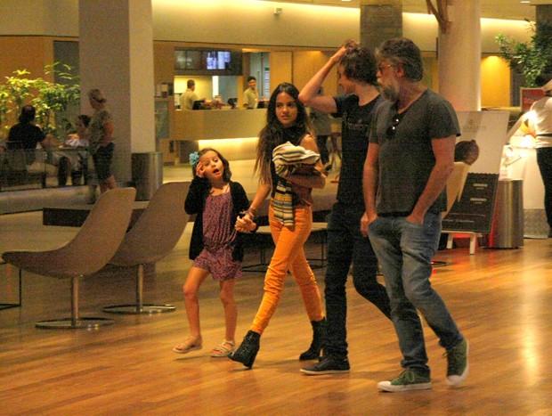 Pally Siqueira e Fábio Assunção com João e Ella (Foto: AgNews)