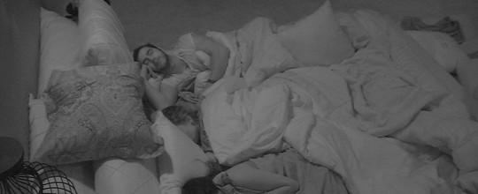 Participantes do BBB16 dormem depois de noite marcada pela Prova do Líder