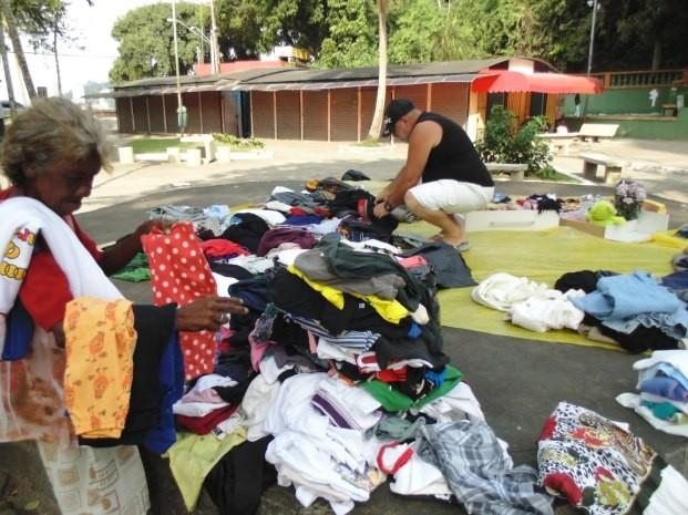 Peças de roupa ficam à disposição dos moradores (Foto: Jane Pangardi / Arquivo Pessoal)
